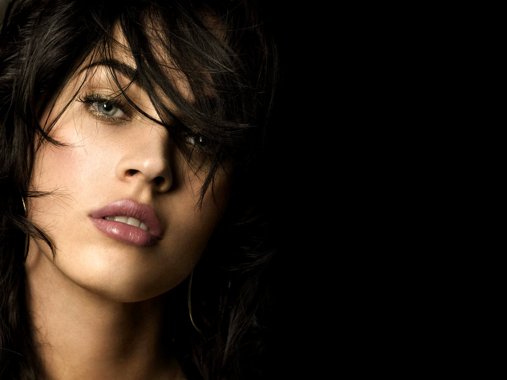 Megan fox beautiful eyes 12812 10 Hot Megan Fox Wallpapers