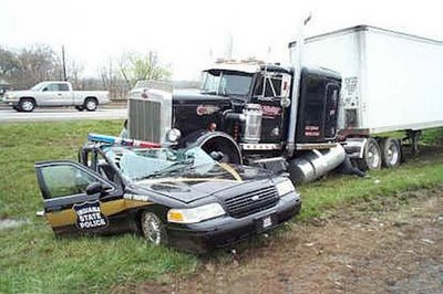big truck accident 3 10 Horrible Big Truck Road Accident Pics