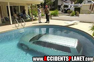 funny parking fail 3 10 Ways Not to Park Your Car   Parking Fail Pics