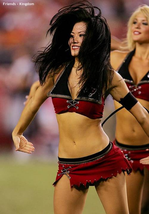 hot sexy IPL cheerleaders 2011 7 Top 10 Hot IPL Cricket Cheerleader Photos