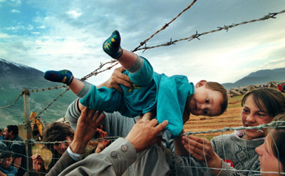 most famous photos The plight of Kosovo refugees by Carol Guzy Top 10 Most Famous Photographs