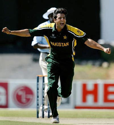 wasim akram pakistan Top 10 Best Fast Bowlers in Cricket History