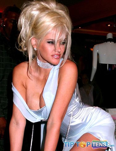 anna nicole smith 10 Famous Celebrities Who Used To Be a Stripper