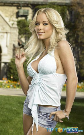 kendra wilkinson 10 Famous Celebrities Who Used To Be a Stripper