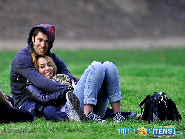 miley cyrus josh bowman Top 10 Hottest Celebrity Couples