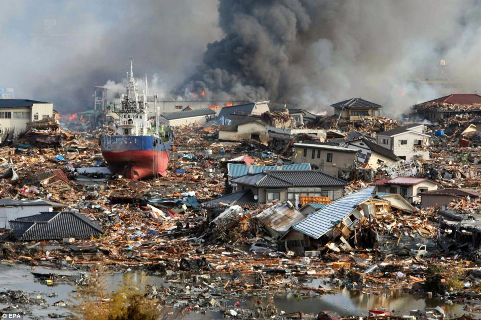 japan earthquake pictures 4 10 Japan Earthquake Pictures – Tsunami Flood Photos – 2011