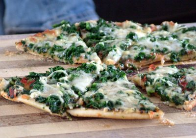 Spinach pizza 10 Healthy & Delicious Vegetarian Dishes