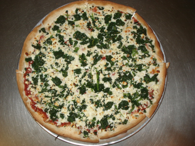 spinach pizza 10 Most Delicious Pizza Toppings