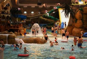 0910 e1312892034428 Top 10 Largest Water Parks