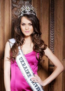 3. Oleysa Stefanko – Ms. Ukraine e1314683510715 10 Hottest Miss Universe Contestants in 2011