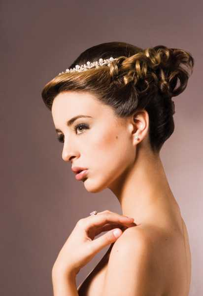 retro chiik Top 10 Best Wedding Hairstyles For Brides