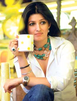 twinkle khanna Top 10 Supermoms of Bollywood