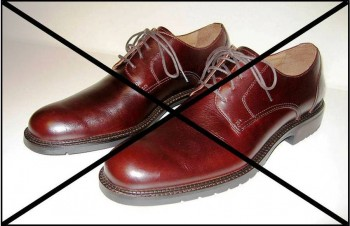 9. Leather Shoes are prohibited e1317305924394 Top 10 Traditions on Yom Kippur Day