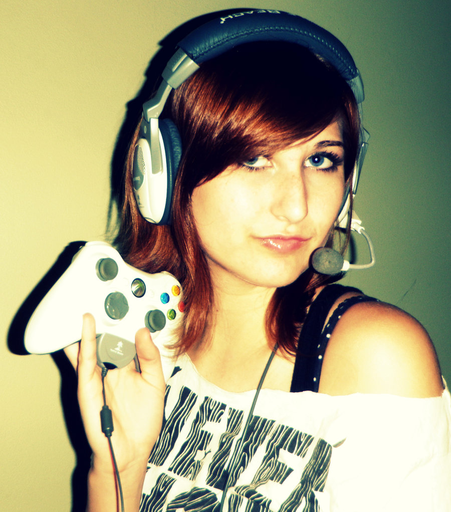 gamer girl Top 10 Reasons That Makes XBox 360 Better Gaming Console