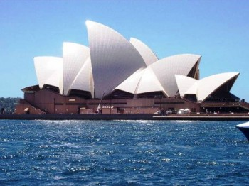 2. Sydney Opera House e1319186097113 Top 10 Best Places to Visit in Australia