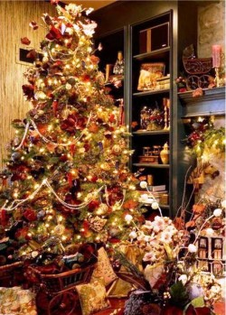 2. Holiday Classic e1321001833332 Top 10 Christmas Tree Deorating Ideas