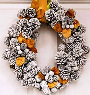 2. Pinecone Wreath Top 10 Best Christmas Wreath Ideas