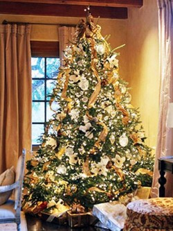 4. Golden Tree e1321001618668 Top 10 Christmas Tree Deorating Ideas