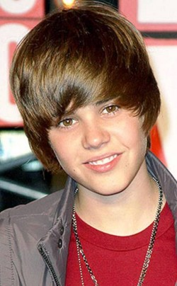 10. Justin Bieber e1326249406606 Top 10 Most Popular Male Singers in 2012