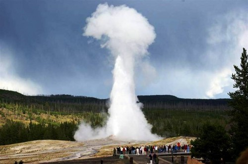 8. A Glimpse of an Old Faithful Yellow Stone National Park e1334652906557 10 Best Places to Visit During Summer