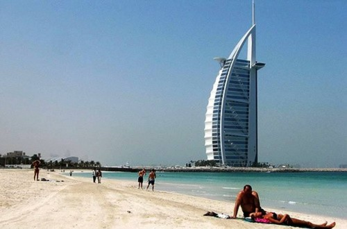 9. Enjoy their Beaches e1334645113161 Top 10 Things to Do When You Go to Dubai