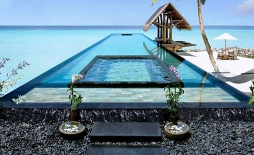 3. OneOnly Reethi Rah Pool e1337940528687 Top 10 World's Most Picturesque Pools