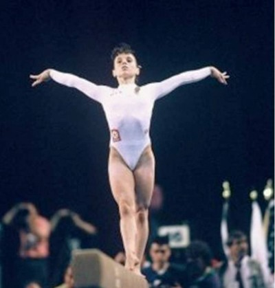 8. Perfect 10 Score for Nadia Comaneci e1343713724266 Top 10 Olympic Moments of All Time