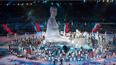 4. The Remake of 43 feet tall Disabled Portrait of Alison Lapper e1346655585478 Top 10 Highlights in Paralympics 2012 Opening
