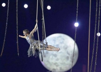 7. The Moon e1346655655273 Top 10 Highlights in Paralympics 2012 Opening