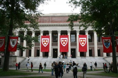 8. Harvard University Library 16000000 books e1347427322634 Top 10 Biggest Libraries in the World
