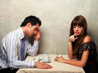 1. One Word Responses e1350056286710 Top 10 Biggest Turn Offs for Men on a First Date