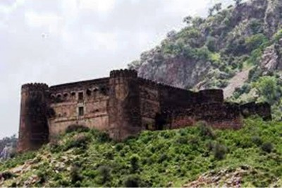 2. Bhangarh Fort Rajasthan India e1351491766241 Top 10 Haunted Houses in the World