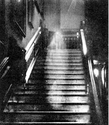 2. The Brown Lady of Raynham Hall 1936 e1351669418210 Top 10 Scariest Ghost Photos of All Time