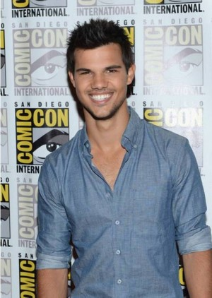 7. Taylor Lautner e1349270084744 Top 10 Sexiest Men in 2012