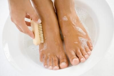 10 Remedies To Remove Dry Skin From Feet