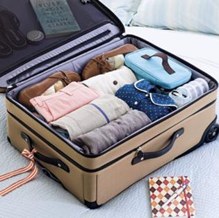 10 Ways to Stop Clothes From Wrinkling When Traveling