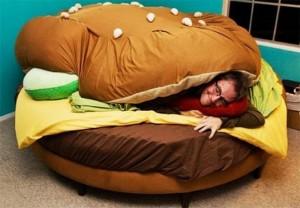 Delicious-hamburger-Bed-664x461