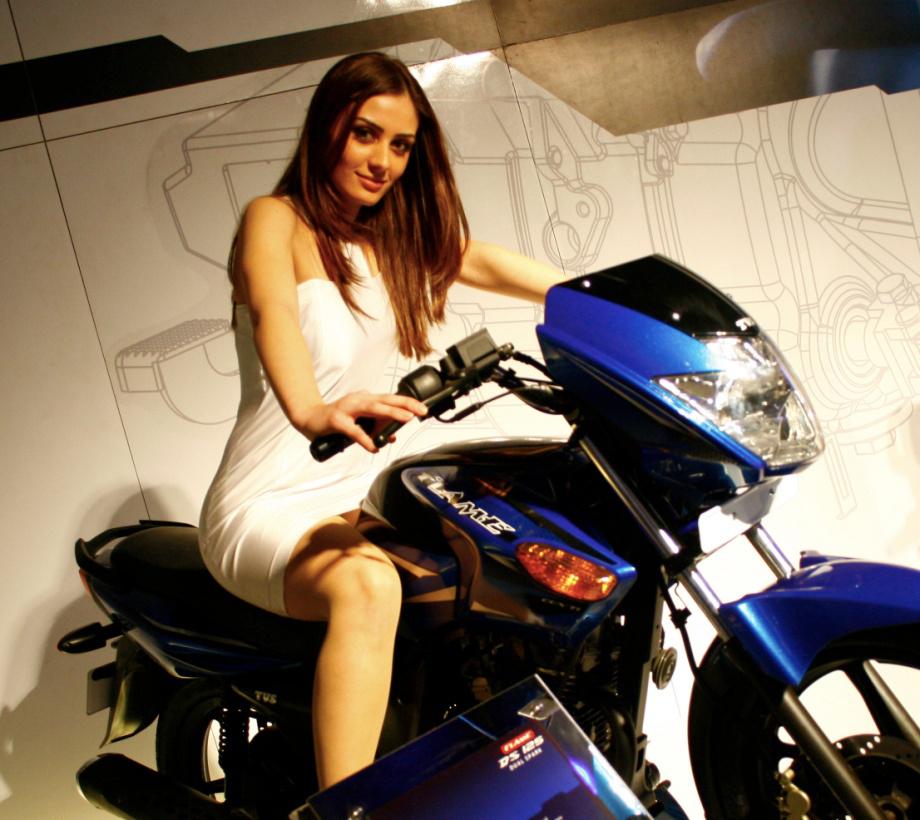 girls-motorcycles-920-27