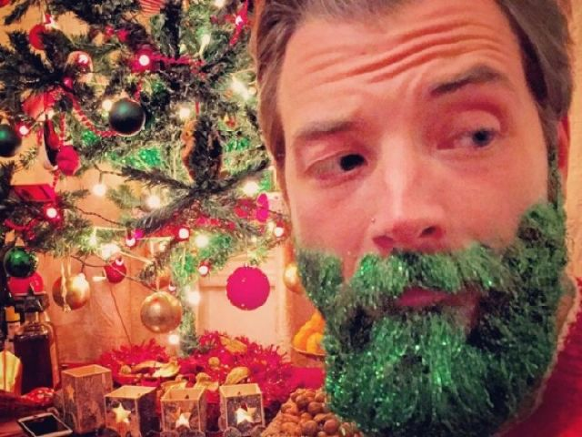 7220551_tinsel-beard-is-the-holiday-fad-we-didn_eb6d295e_m