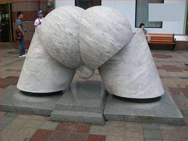 weird-statues-19